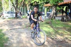 Ciclando in Bukit Cerakah Immagini Stock