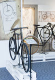 Ciclando durante ciclo di mostra di storia il vecchio Immagini Stock