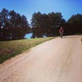 Ciclando nella campagna Fotografia Stock