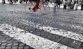 Ciclando nella città Fotografia Stock Libera da Diritti