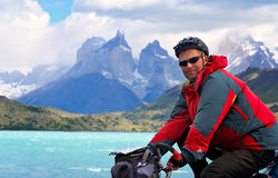 Ciclando in Torres del Paine NP immagine stock