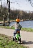 Ciclismo da criança Fotos de Stock