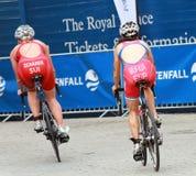 Ciclismo de Scharer e de Murua no evento do triathlon Fotos de Stock