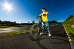 Ciclismo del ragazzo Fotografia Stock Libera da Diritti