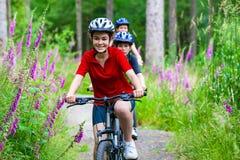ciclismo della famiglia Fotografie Stock Libere da Diritti