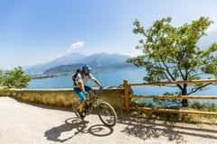 Ciclismo di montagna sulla polizia del lago, della Ponale, Riva del G di Sentiero Immagine Stock Libera da Diritti