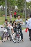 Ciclismo dos jovens do asiático no ¼ Œchina do shenzhenï Fotografia de Stock Royalty Free