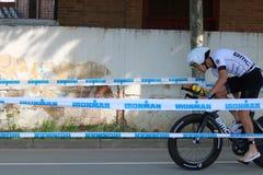 Ciclismo saudável do exercício do esporte do triathlete do Triathlon Fotos de Stock Royalty Free