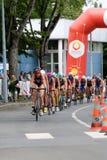 Ciclismo saudável do exercício do esporte dos triathletes do Triathlon Imagens de Stock
