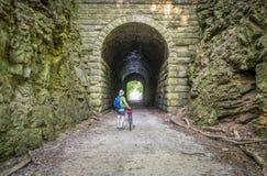 Ciclismo su Katy Trail Fotografie Stock