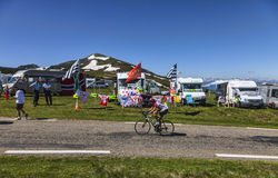 Ciclista aficionado en el camino del Tour de France del Le Foto de archivo