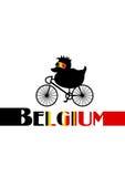 Ciclista belga como pato del baño en una bicicleta de la bici con las gafas de sol Foto de archivo libre de regalías
