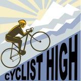 Ciclista che corre la montagna della bici