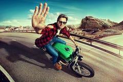 Ciclista che guida una bici fotografia stock libera da diritti