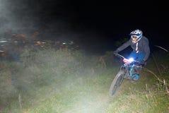 Ciclista che partecipa alla tazza di enduro MTB di Nariño immagini stock libere da diritti