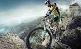 Ciclista de la bici de montaña fotos de archivo libres de regalías