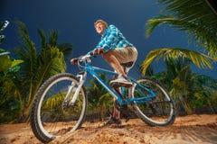 Ciclista de la bici del deporte Imagen de archivo libre de regalías