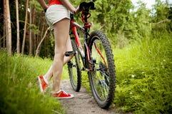 Ciclista de la mujer Fotos de archivo