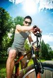 Ciclista del hombre joven Imagen de archivo libre de regalías