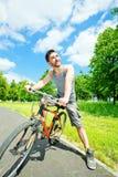 Ciclista del hombre joven Imágenes de archivo libres de regalías