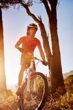 Atleta del mountain bike immagini stock libere da diritti