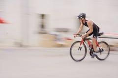 Ciclista em uma vila Imagens de Stock