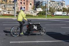 Ciclista en Barcelona Foto de archivo