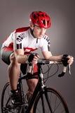 Ciclista en una bicicleta Imágenes de archivo libres de regalías