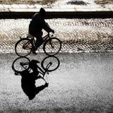 Ciclista encendido parte posterior Imagen de archivo