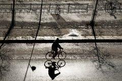 Ciclista encendido parte posterior Foto de archivo libre de regalías