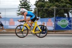 Ciclista fêmea foto de stock
