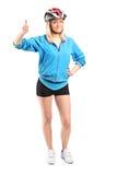 Ciclista fêmea que dá o polegar acima Imagens de Stock