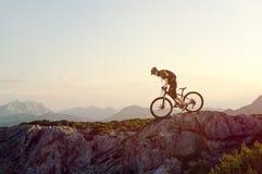 Ciclista in mountain-bike fotografia stock libera da diritti