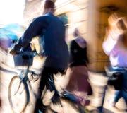 Ciclista na estrada da cidade Imagem de Stock Royalty Free