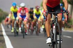Ciclista na raça em uma bicicleta da estrada Foto de Stock