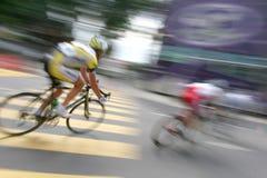 Ciclista nell'azione dello zoom