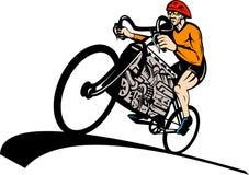Ciclista que compite con el motor de coche de la bicicleta Foto de archivo