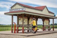 Ciclista que viaja a Katy Trail en Missouri Imagen de archivo