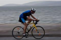 Ciclista, Robert Doherty (675), facente una panoramica della tecnica Fotografia Stock Libera da Diritti