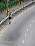 Ciclista solitario fotografía de archivo libre de regalías