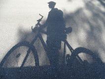 Ciclista - sombra Imágenes de archivo libres de regalías