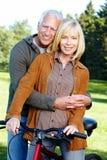 Ciclista superior feliz dos pares. Imagens de Stock Royalty Free