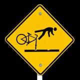 Ciclistas amonestadores de Roadsign de las pistas peligrosas de la tranvía Fotos de archivo libres de regalías