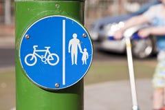 Ciclistas e pedestres Fotografia de Stock Royalty Free