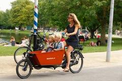Ciclistas en Amsterdam Foto de archivo