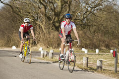 Ciclistas en búsqueda Imagen de archivo