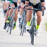 Ciclistas en la competencia Imágenes de archivo libres de regalías