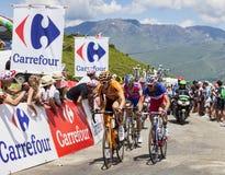 Ciclistas en la cuesta de Val Louron Azet Imagen de archivo libre de regalías