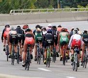 Ciclistas en Triathlon Foto de archivo libre de regalías