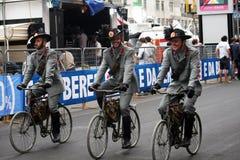 Ciclistas militares Imagenes de archivo